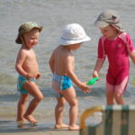 Как сделать отдых с детьми на море легким?