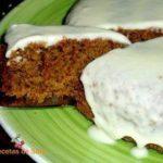 Морковный торт с грецкими орехами и белой глазурью